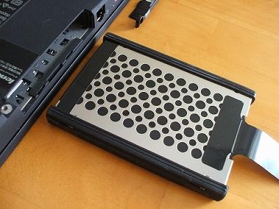 Thinkpad X200s HDDを取り出し