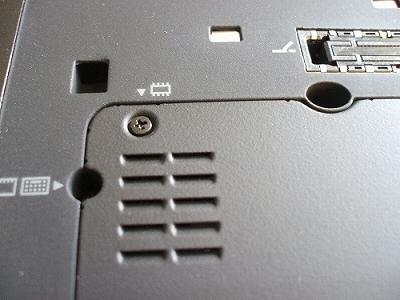 Thinkpad X200s 底面メモリスロットがある付近