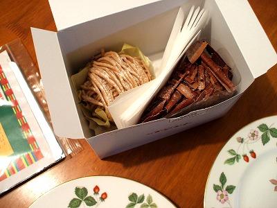 チョコレートケーキとモンブラン