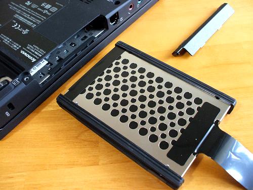 取り出したハードディスクドライブ