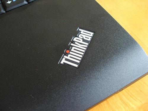 パームレストにあるThinkpadのロゴ
