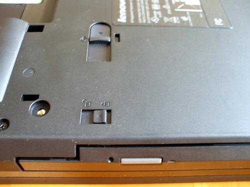T510のDVDドライブの開閉ラッチ