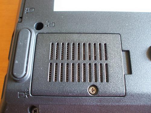 SL510のSIMスロットカバー
