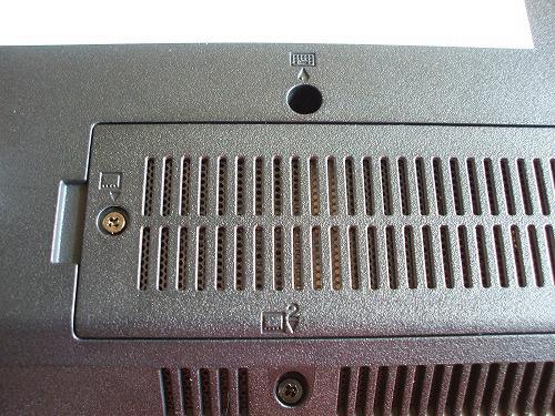 SL510 ワイヤレスWAN カードのスロットカバー