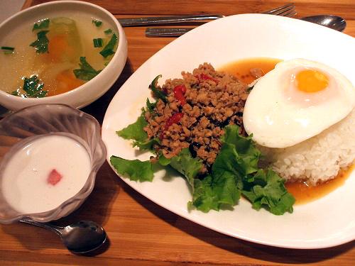 鶏ひき肉のバジル炒めご飯セット