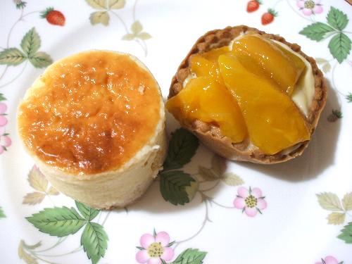 チーズケーキとマンゴーのタルト