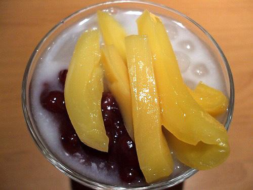 上の果物はジャックフルーツ