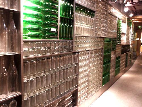 ガラス瓶の壁
