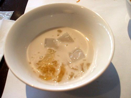 ナタデココとココナッツミルク