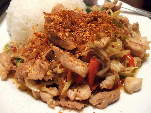 鶏肉と生姜炒めに唐辛子