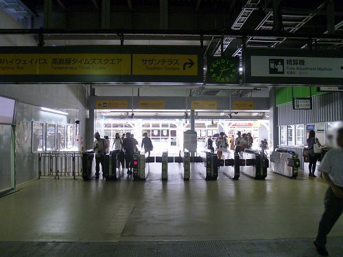 新宿 新南口