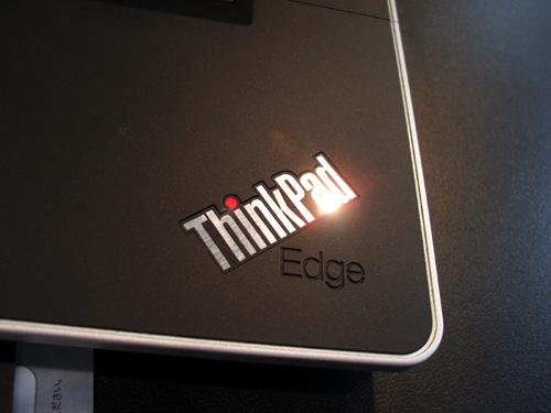 """Thinkpad Edge 15""""のパームレストロゴ"""
