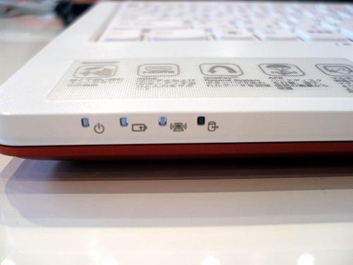 IdeaPad U160 前面のインジケーター