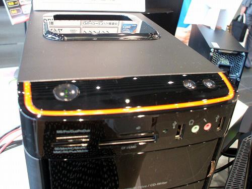 K320の本体前面上部の電源ボタンなど title=