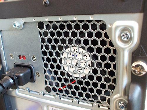 K320 背面上部の電源コネクタ
