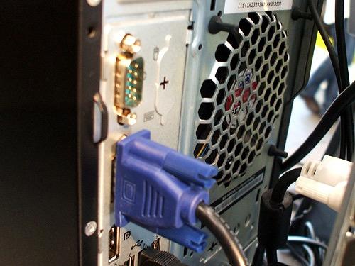 ThinkStation E20 背面のVGAポートなど
