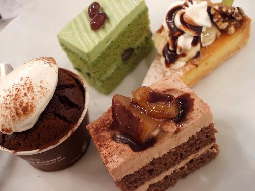 抹茶ケーキや本日のタルト 拡大