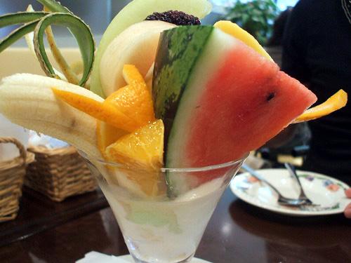 フルーツたっぷりの果実園フルーツパルフェ