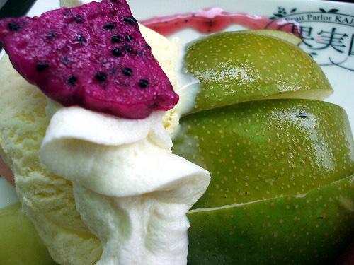 梨にドラゴンフルーツ