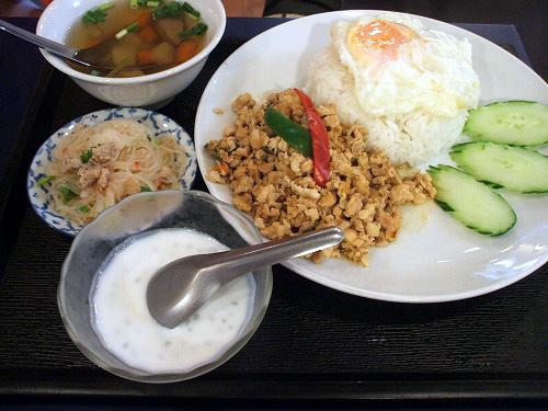 鶏挽肉バジル炒めご飯セット