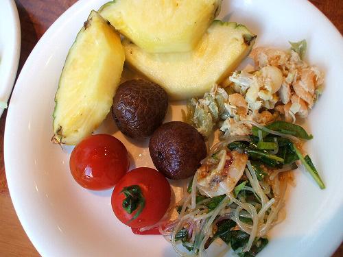 フルーツやお惣菜
