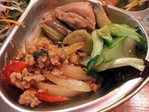 野菜炒めにタイカレーの具にガパオ