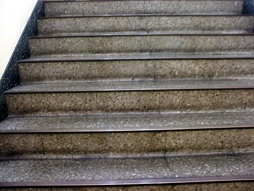 西武新宿駅前ビルの階段