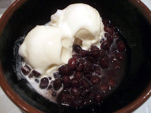 バニラアイスと少量の小豆