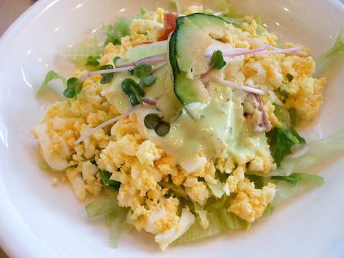 レタスと卵いっぱいサラダ