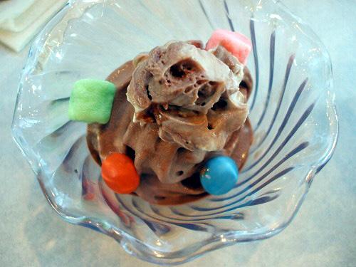 チョコアイスとトッピング各種