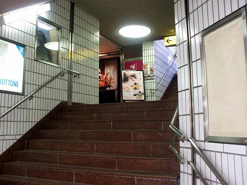 地上へ上がる階段