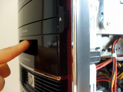 HPE 290jpのPポケット・メディア・ドライブベイ前面
