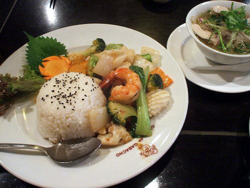 海鮮野菜炒めとフォー