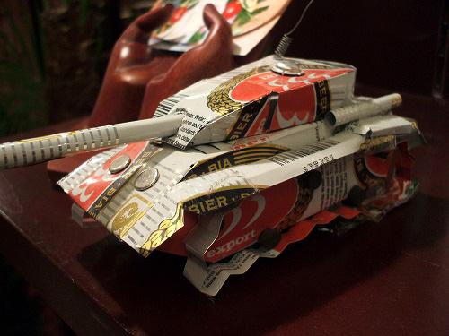 空き缶で作られた戦車