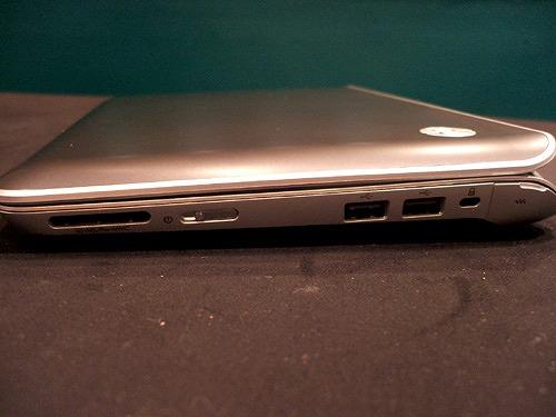 HP Mini 210-2000 右側面