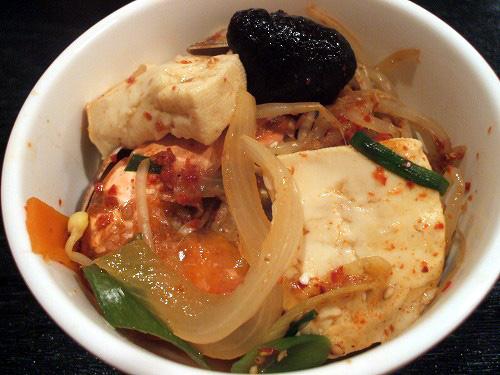 チゲの魚介や豆腐・野菜など