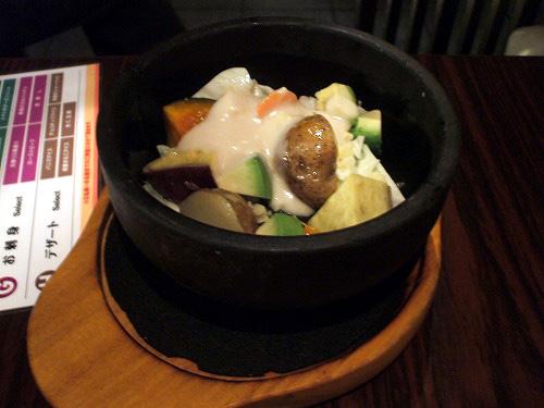 アボカドと温野菜の石焼きバーニャカウダ
