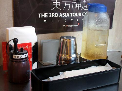 卓上の食器やお茶