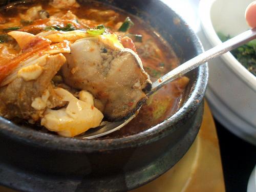 牡蠣や豆腐がたっぷり