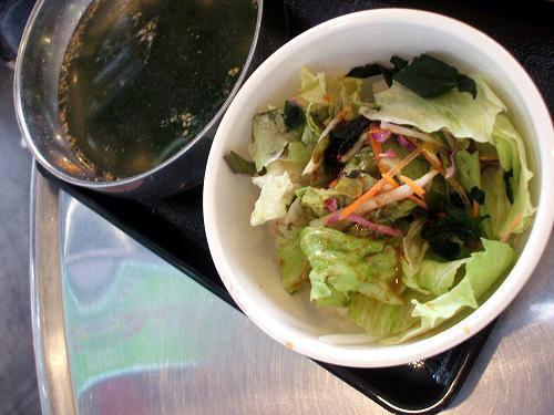 サラダにわかめスープ