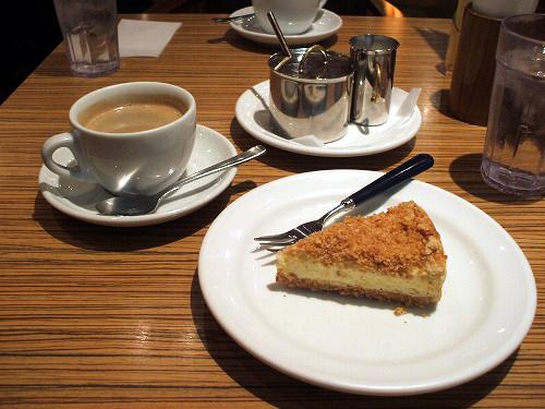 コーヒーとベイクドチーズケーキ