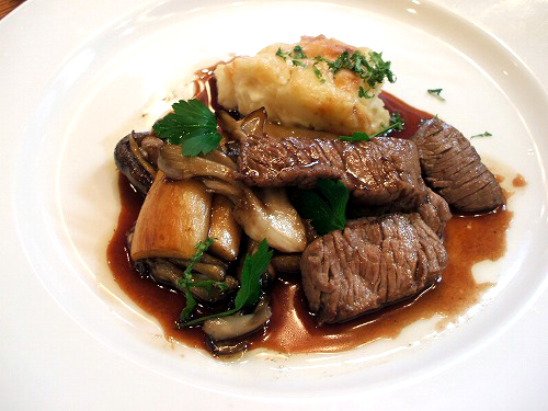 牛フィレ肉の肉料理