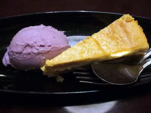 かぼちゃのチーズケーキ 紫芋アイス添え