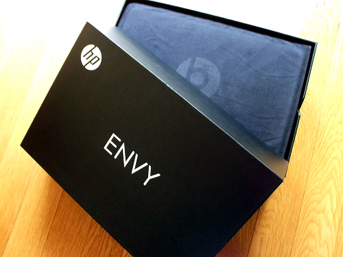HP ENVY14 箱を開けてみる