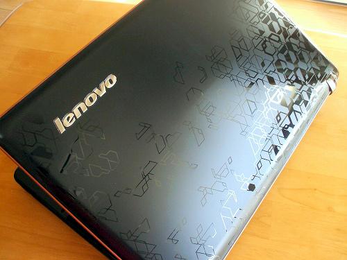 IdeaPad Y560 トップパネル2