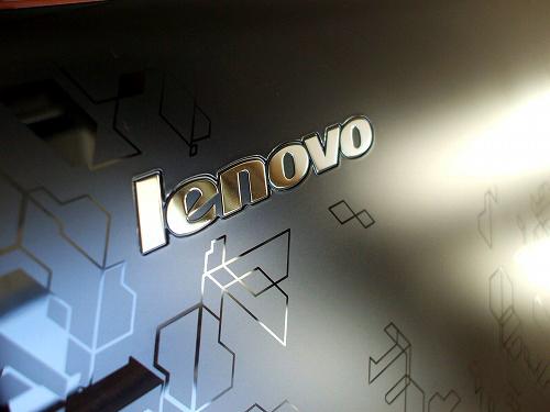 トップパネルのLenovo ロゴ