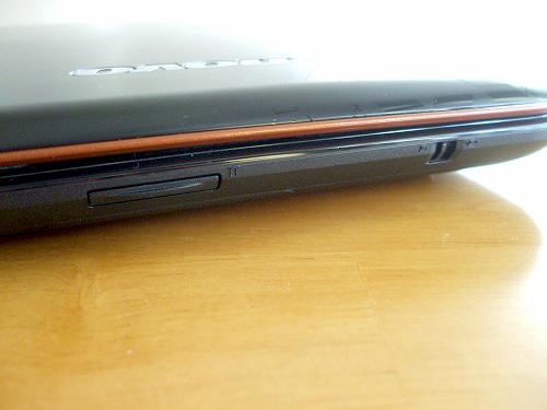 IdeaPad Y560 前面右側