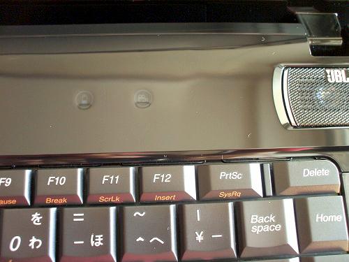 IdeaPad Y560 ベゼル上のボタン