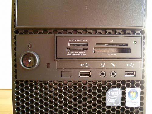 ThinkStation S20 前面のポート類やカードスロット