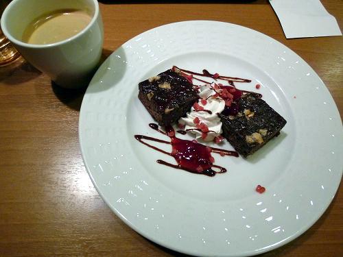 ショコラベリーケーキとコーヒー